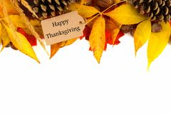 Etiqueta feliz del regalo de la acción de gracias con la frontera colorida de las hojas sobre blanco Foto de archivo libre de regalías