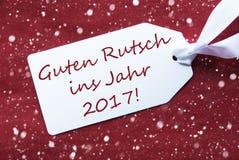 Etiqueta no fundo vermelho, flocos de neve, ano novo dos meios de Rutsch 2017 Imagem de Stock Royalty Free