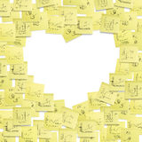 Etiqueta o frame do post-it, coração dado forma. Foto de Stock