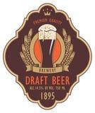Etiqueta para a cerveja de esboço com vidro e brasão ilustração royalty free
