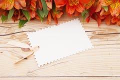 Etiqueta preta do presente com flores Imagens de Stock Royalty Free