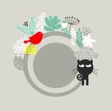 Etiqueta redonda com gato preto e o pássaro vermelho. Imagens de Stock
