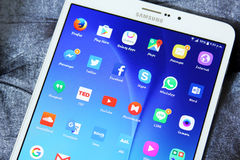 Etiqueta s2 de Samsung con los iconos androides de los usos Fotos de archivo