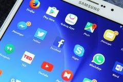 Etiqueta s2 de Samsung con los iconos androides de los usos Foto de archivo