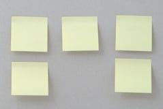 Etiquetas amarelas no fundo de papel velho Fotos de Stock
