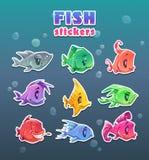 Etiquetas coloridas dos peixes dos desenhos animados engraçados ajustadas Imagens de Stock Royalty Free