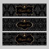 Etiquetas com elementos do ouro no fundo do damasco Imagens de Stock Royalty Free