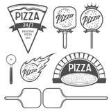 Etiquetas da pizza, crachás e elementos do projeto Estilo do vintage ilustração do vetor