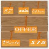 Etiquetas da venda em de madeira Foto de Stock