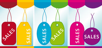 Etiquetas das vendas em um showcase Fotografia de Stock Royalty Free
