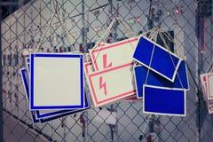 Etiquetas de advertência no fundo de armários de controle Foto de Stock Royalty Free