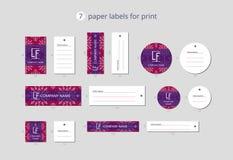 Etiquetas de papel da roupa do vetor para a cópia com floco de neve do teste padrão e campo lilás Foto de Stock