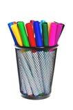 Etiquetas de plástico coloreadas en una taza. Imágenes de archivo libres de regalías