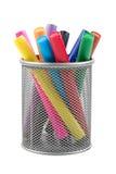 Etiquetas de plástico en taza del metal Fotos de archivo