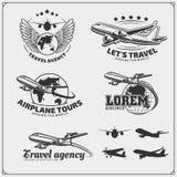 Etiquetas do curso do avião, emblemas, crachás e elementos do projeto Estilo do vintage Imagens de Stock