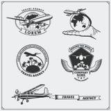 Etiquetas do curso do avião, emblemas, crachás e elementos do projeto Estilo do vintage Fotos de Stock