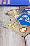 Etiquetas e álbum de Panini para o campeonato do mundo Rússia 2018 do futebol Imagem de Stock