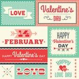 Etiquetas e bandeiras tipográficas do dia de Valentim do moderno no vermelho e Imagens de Stock Royalty Free