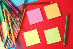 etiquetas e lápis Fotos de Stock