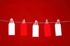 Etiquetas en fondo rojo Foto de archivo libre de regalías