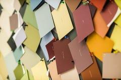 Etiquetas engomadas de papel del color Foto de archivo