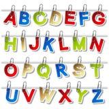 Etiquetas engomadas del alfabeto con el paperclip - poseer la fuente ilustración del vector