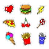 Etiquetas engomadas del arte pop con los alimentos de preparación rápida, el postre y otros elementos stock de ilustración