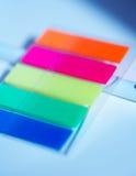 Etiquetas engomadas del plástico de Oloured fotografía de archivo
