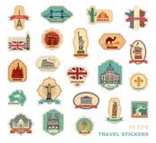 Etiquetas engomadas del viaje y países diferentes de los símbolos ilustración del vector
