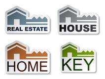 Etiquetas engomadas dominantes de las propiedades inmobiliarias de la casa Fotografía de archivo libre de regalías