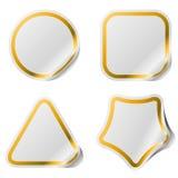 Etiquetas engomadas en blanco con el marco de oro. Fotos de archivo