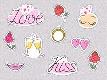Etiquetas engomadas o remiendos románticos de la boda Corazón y rosas del beso de la datación del amor aislados Vector ilustración del vector
