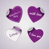 Etiquetas engomadas violetas del corazón de la tarjeta del día de San Valentín Imágenes de archivo libres de regalías