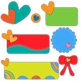 Etiquetas, etiquetas y arco coloridos con los corazones Imagen de archivo libre de regalías