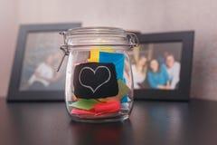 Etiquetas fechados da lata para dentro com um coração pintado Imagem de Stock Royalty Free