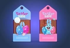 Etiquetas felizes da venda da Páscoa com conceito bonito do disconto de Bunny And Colofrul Eggs Seasonal ilustração royalty free