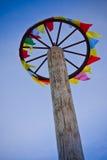 Etiquetas multicolores en una rueda Imagenes de archivo