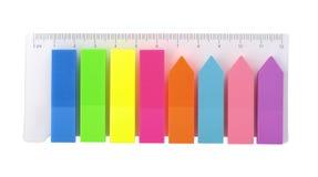 Etiquetas plásticas coloridas, artigos de papelaria Imagens de Stock Royalty Free