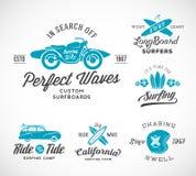 Etiquetas que practican surf, logotipos o T del estilo retro del vector Fotos de archivo