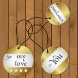 Etiquetas redondas del regalo brillante del oro para los regalos en el piso de madera eps10 Imágenes de archivo libres de regalías