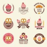 Etiquetas retras de la panadería Las galletas de los anillos de espuma de las magdalenas y el vintage del pan fresco vector los e ilustración del vector