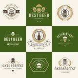 Etiquetas retros, crachás e logotipos do estilo ajustados Imagem de Stock