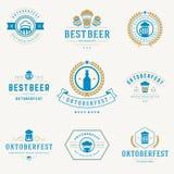 Etiquetas retros, crachás e logotipos do estilo ajustados Foto de Stock Royalty Free