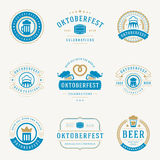 Etiquetas retros, crachás e logotipos do estilo ajustados Imagem de Stock Royalty Free