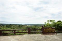 Etiquete a informação da placa do parque nacional de Pha Taem em Ubon Ratchathani, Tailândia Foto de Stock Royalty Free