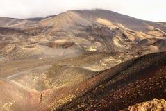 Etna火山火山口在西西里岛,意大利 免版税图库摄影