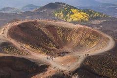 Etna火山火山口在西西里岛,意大利 库存照片