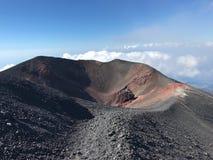 Etna火山火山口在西西里岛 免版税库存图片