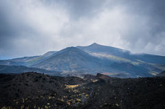 Etna ηφαιστείων άποψη στα σύννεφα Στοκ φωτογραφίες με δικαίωμα ελεύθερης χρήσης