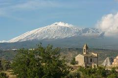 etna παρεκκλησιών παλαιό ηφαί&s στοκ εικόνα με δικαίωμα ελεύθερης χρήσης